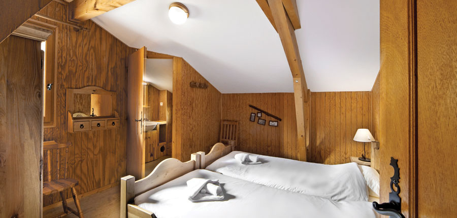 france_les-deux-alpes_chalet_perce_neige_bedroom.jpg
